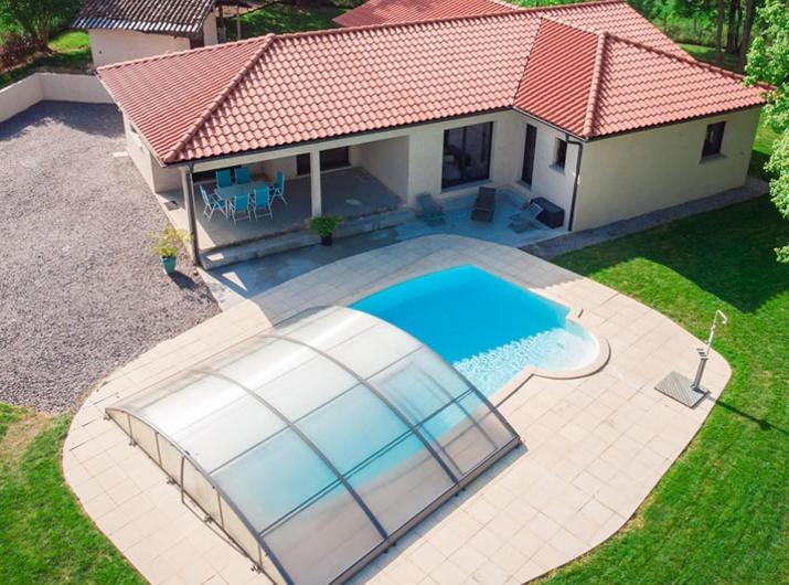 Découvrez cette belle maison avec piscine