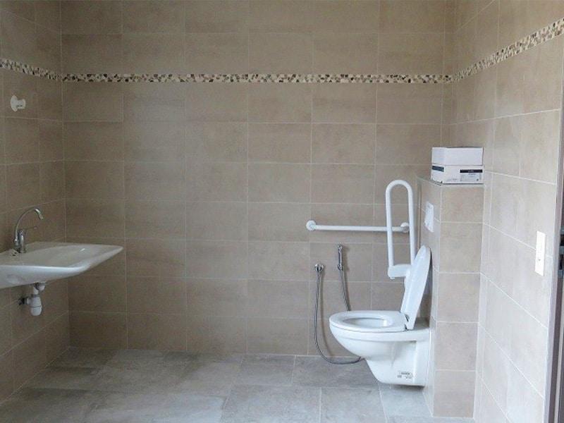 construction-maison-pmr-salle-de-bains-wc